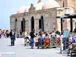 Terrasjes, op de achtergrond moskee Kioutsouk Hasan  | Chania stad | Kreta